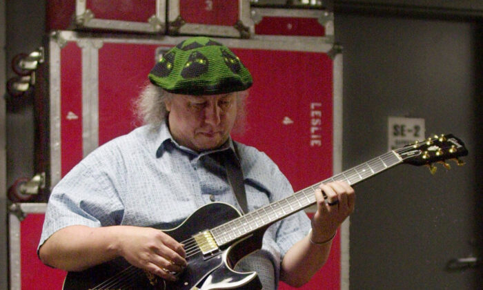British rock and blues guitarist Peter Green, a founding member of Fleetwood Mac, warms up backstage before performing with his own band, Peter Green's Splinter Group, at B.B. King Blues Club & Grill, in New York on April 7, 2001. (Mark Lennihan/AP Photo)