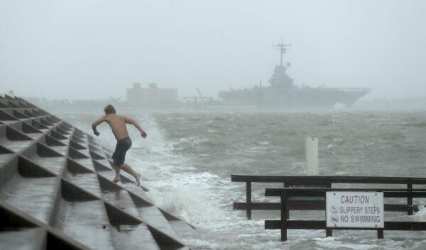 Hurricane Hanna begins to make landfall