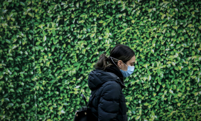 People are seen wearing face masks on public transport at Parliament Station in Melbourne, Australia July 23, 2020. (Darrian Traynor/Getty Images)
