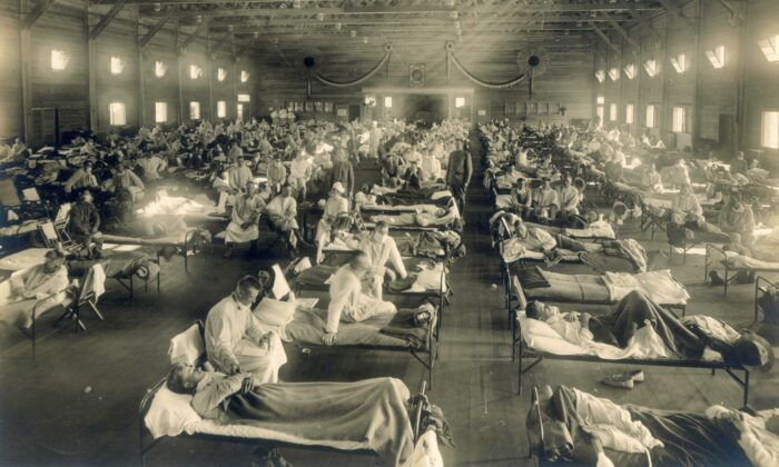 Beds with patients in an emergency hospital in Camp Funston, Kansas, in the midst of the influenza epidemic. The flu struck while America was at war, and was transported across the Atlantic on troop ships. Circa 1918. (Public Domain/MedicalMuseum.mil via Wikimedia Commons)