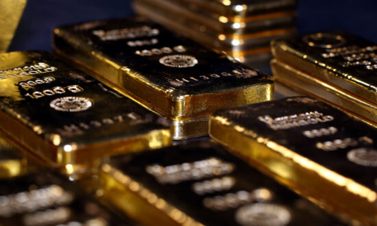 Gold Still Below Record High as Metal Fails to Surge on Inflation
