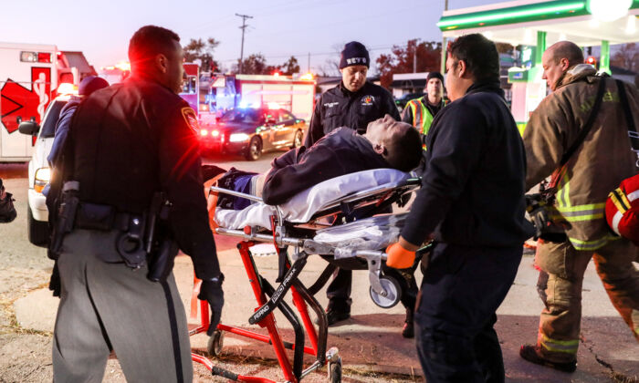 Montgomery County Sheriff's deputies and emergency personnel respond to a suspected drug overdose in a gas station carpark in the Harrison Township of Dayton, Ohio, on Nov. 1, 2019. (Charlotte Cuthbertson/The Epoch Times)