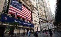 NTD Business (Aug. 18): S&P 500 Closes at Record High; California Short on Power