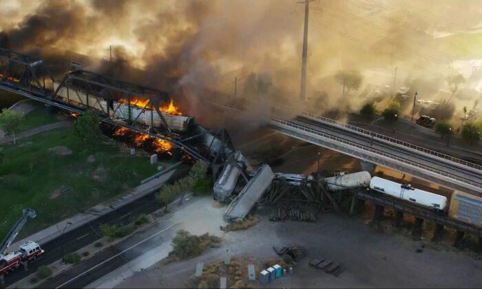 A fiery train derailment in Arizona on July 29, 2020. (Courtesy ofKPHO/KTVK)