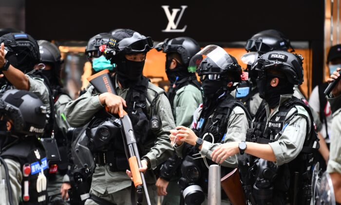 Riot police try to clear away people gathered in the Central district of downtown Hong Kong on May 27, 2020. (Anthony Wallace/AFP via Getty Images)