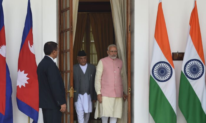 Indian Prime Minister Narendra Modi (R) arrives with Prime Minister of Nepal K.P. Sharma Oli as they arrive for a biliteral meeting at Hyderabad house in New Delhi on April 7, 2018.  / AFP PHOTO / Money SHARMA        (Photo credit should read MONEY SHARMA/AFP via Getty Images)