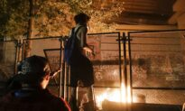 Rioters in Portland Return to Courthouse to Set Fires, Launch Fireworks