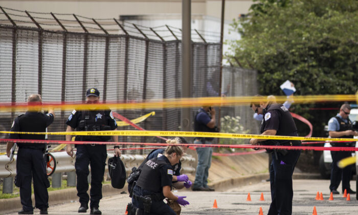 Chicago Police investigate at the 25th District station on the Northwest Side, after several officers were shot outside the station, Chicago, on July 30, 2020. (Ashlee Rezin Garcia/Chicago Sun-Times via AP)