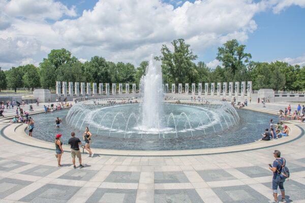 National_World_War_II_Memorial,_Washington_DC,_July_2017