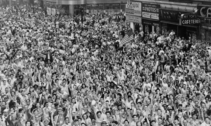 V-J Day, the day acknowledged as the victory over Japan, in Times Square on Aug. 14, 1945. Library of Congress Prints and Photographs Division. New York World-Telegram and the Sun Newspaper Photograph Collection. (Public Domain)