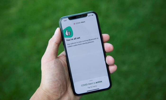 The COVID Alert app is seen on an iPhone in Ottawa, Canada, on July 31, 2020. (Justin Tang/The Canadian Press)