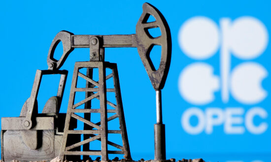 Oil Falls as OPEC+ Set to Boost Output