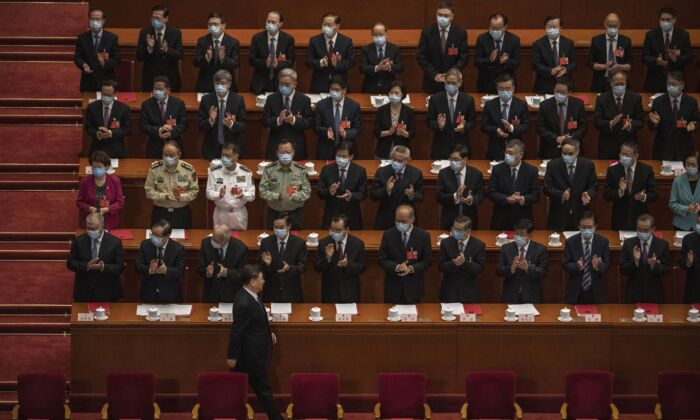 Chinese leader Xi Jinping (bottom) arrives at the closing session of the Chinese regime's rubber-stamp legislature conference while other Communist Party officials applaud, in Beijing, on May 28, 2020. (Kevin Frayer/Getty Images)