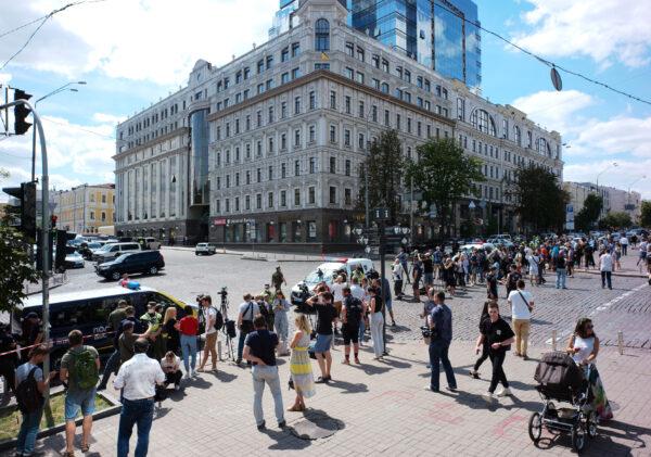 Ukraine bank hostage