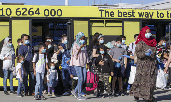 Greece Sees Fewer Migrant Arrivals From Turkey, Partly Due to Pandemic, Minister Says