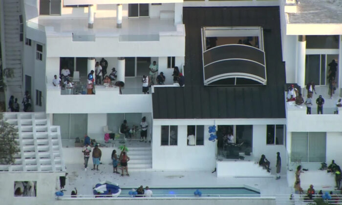 A house party in Los Angeles , Calif., on Aug. 3, 2020. (Courtesy of KCAL/KCBS)