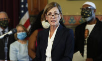 Iowa Governor Signs Order Letting Felons Vote After Completion of Sentences