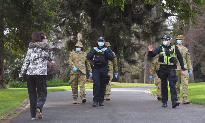 Police officers and soldiers patrol Treasury Gardens as they enforced strict lockdown laws in Melbourne, Australia on Aug. 5, 2020.(William West/ AFP via Getty Images)
