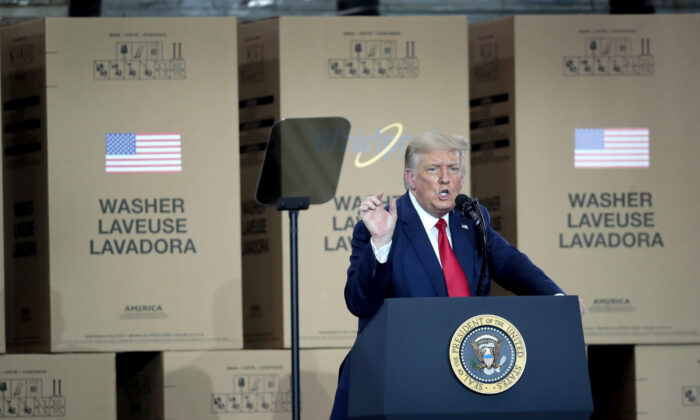 U.S. President Donald Trump speaks to workers at a Whirlpool manufacturing facility in Clyde, Ohio on Aug. 6, 2020. (Scott Olson/Getty Images)