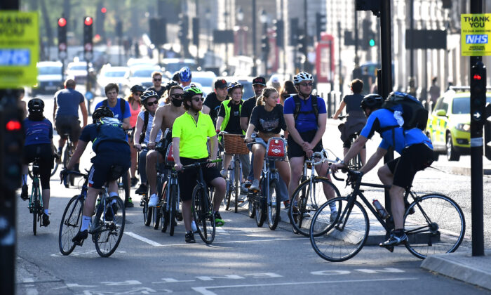 Cyclists wait at traffic lights in London on Apr. 23, 2020. (Alex Davidson/Getty Images)
