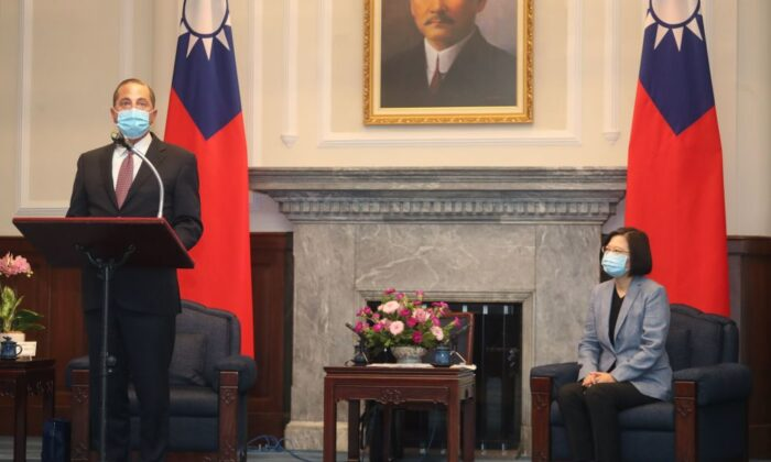 U.S. Secretary of Health and Human Services Alex Azar (L) speaks as Taiwan's President Tsai Ing-wen (R) looks on during his visit to the Presidential Office in Taipei on Aug. 10, 2020 (Pei Chen/POOL/AFP via Getty Images)