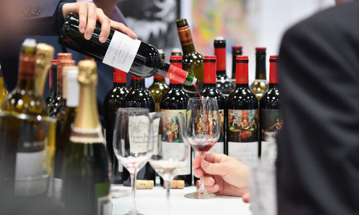 An exhibitor pours red wine during the Vinexpo at Javits Center in New York City on March 2, 2020 in New York City. (Angela Weiss / AFP)