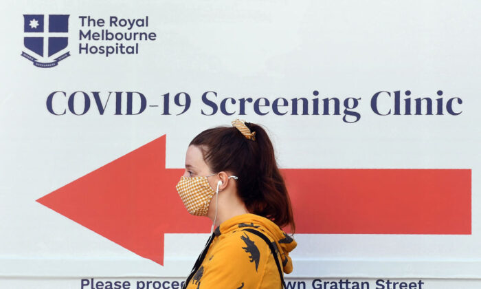 A woman queues outside a COVID-19 coronavirus testing venue at The Royal Melbourne Hospital in Melbourne on July 16, 2020. (WILLIAM WEST/ Getty Images)