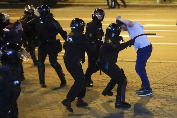Police use truncheons on protesters Minsk Belarus
