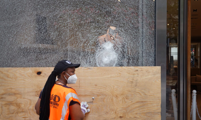 Workers make repairs to the Brunello Cucinelli store after it was looted in Chicago on Aug. 10, 2020. (Scott Olson/Getty Images)