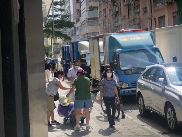 reporter followed hong kong epoch times