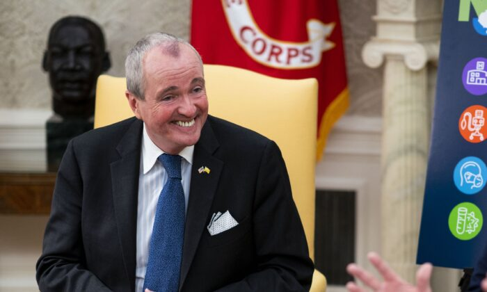 New Jersey Gov. Phil Murphy (L) in the Oval Office of the White House in Washington on April 30, 2020. (Doug Mills/The New York Times/Pool/Getty Images)