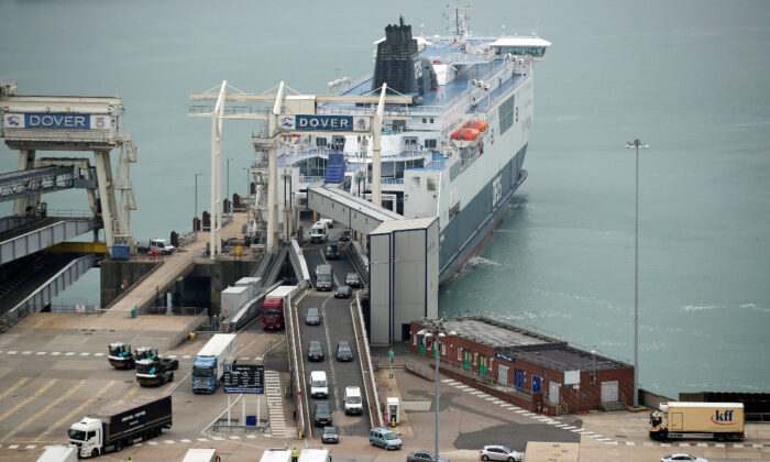 Cars leave a ferry at the Port of Dover as Britain imposes a 14-day quarantine on arrival from France from Saturday amid the CCP virus pandemic, in Dover, Britain, on Aug. 14, 2020. (Reuters/Peter Cziborra)