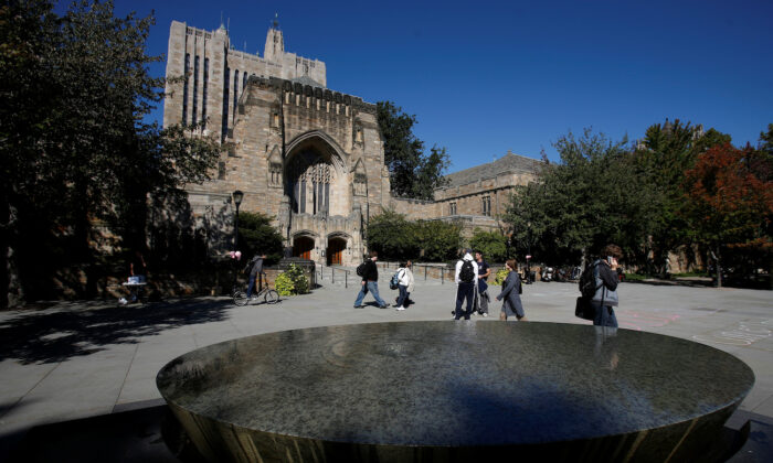 Students walk on the campus of Yale University in New Haven, Conn., on Oct., 2009. (Shannon Stapleton/Reuters)