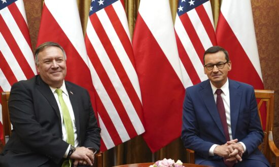 Pompeo Inks Deal for US Troop Move From Germany to Poland