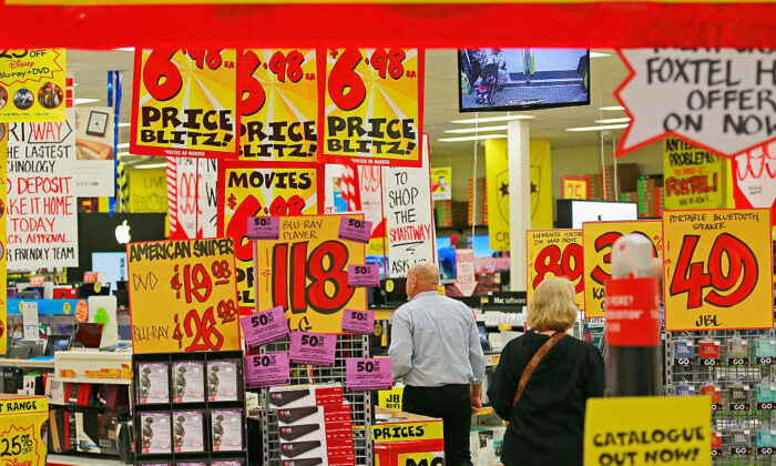 People shop in a JB Hi-Fi store on May 28, 2015 in Melbourne, Australia. (Scott Barbour/Getty Images)