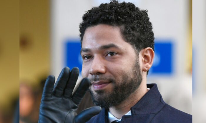 Actor Jussie Smollett smiles and waves to supporters before leaving Cook County Court after his charges were dropped in Chicago, Ill., on March 26, 2019. (Paul Beaty/AP Photo)