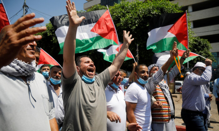 Palestinians take part in a protest against the United Arab Emirates' deal with Israel to normalise relations, in Nablus in the Israeli-occupied West Bank on Aug. 14, 2020. (Reuters/Raneen Sawafta)