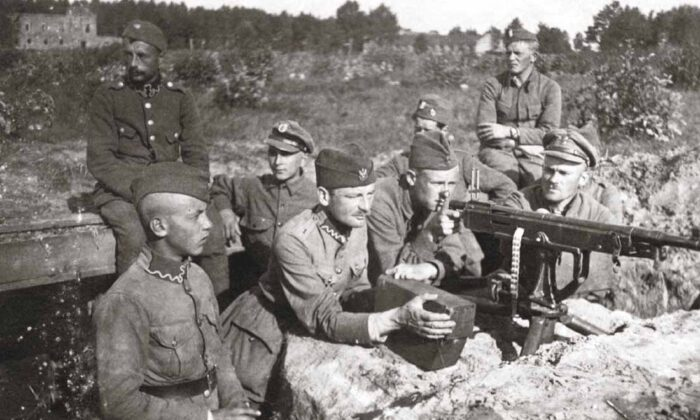 Polish defense near Milosna, in the village of Janki, in August 1920. (Public domain)