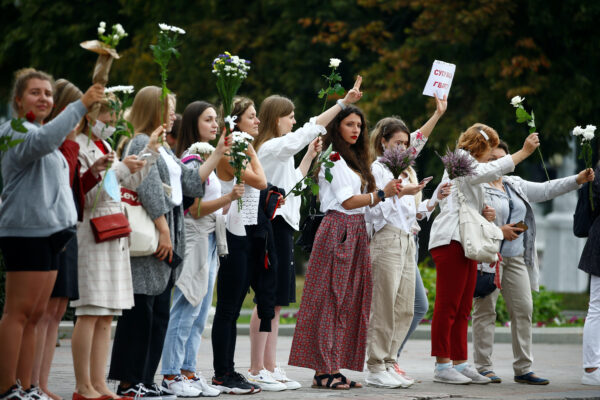 Women hold flowers-protests-Belarus
