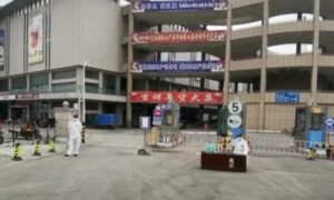 Residents in 'Closed-Off' Communities in Dalian Are Running out of Food
