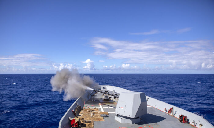HMAS Hobart fires its 5-inch gun in the southern waters of Hawaii during Exercise RIMPAC 2020 on Aug. 17, 2020. (Australian Department of Defence)