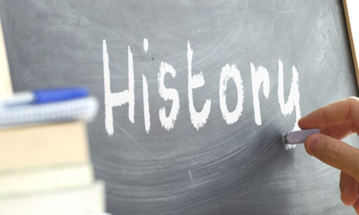 What will we lose if we cancel history classes? (Juan Ci / Shutterstock)