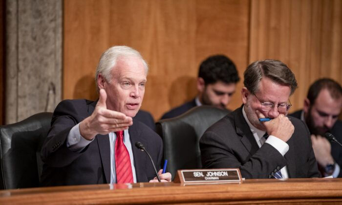 Senate Homeland Security and Governmental Affairs Chairman Ron Johnson (R-Wis.), left, and ranking member Sen. Gary Peters (D-Mich.), right, in Washington during a hearing on Dec. 18, 2019. (Samuel Corum/Getty Images)