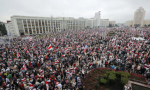 Vast Protest in Minsk Keeps Pressure on Belarus President