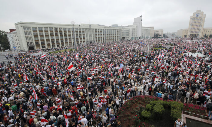 Thousands of people gather for a protest at the Independence Square in Minsk on Aug. 23, 2020. (Dmitri Lovetsky/AP Photo)