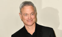 Gary Sinise Receives Humanitarian Award and 'Proud Salute' for Serving America's Military