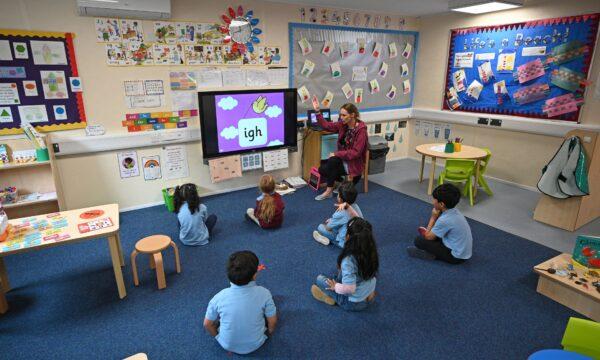 School children UK social distancing