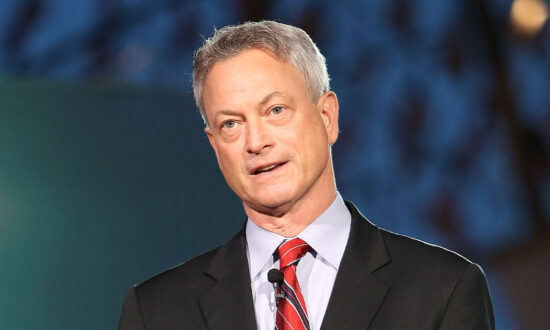 Gary Sinise Group Donates Over $380,000 for Installing Washing Machines for Firefighters
