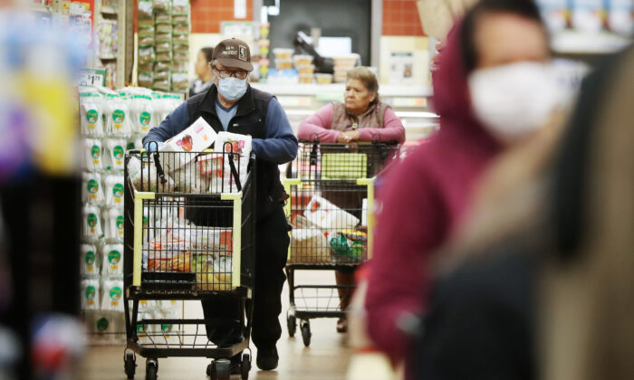 People shop for groceries amid the pandemic in Los Angeles, Cali., on March 19, 2020. (Mario Tama/Getty Images)