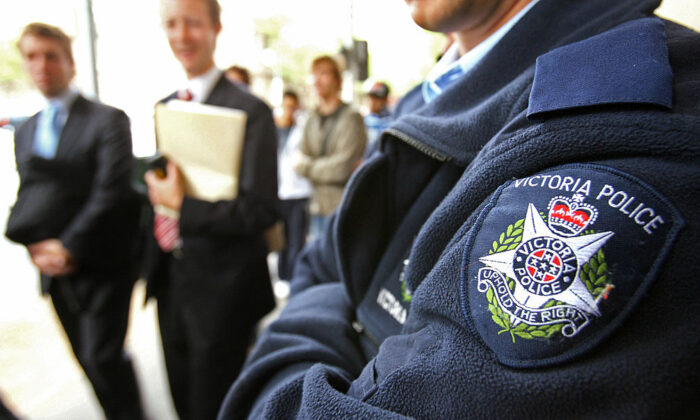 Victorian police maintain a heavy presence outside the Melbourne Magistrates Court on April 3, 2006. (William West/AFP via Getty Images)